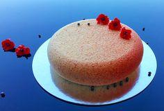 Миндальный бисквит, малиновый джем, малиновый мусс, мусс лайм-лемонграсс с семенами чиа, шоколадный велюр, сахарные цветы... #jsopatisserie #моясладкаяжизнь  Almond cake, raspberry jam, raspberry mousse, lime-lemongrass mousse with chia seeds, chocolate velvet, sugar flowers ... #jsopatisserie