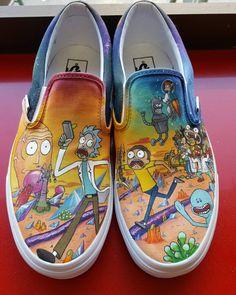 My girlfriend made me a pair of Rick and Morty + Futurama mashup sneakers for our 4 year anniversary Mi novia me hizo un par de zapatillas de mashup Rick y Morty + Futurama para …