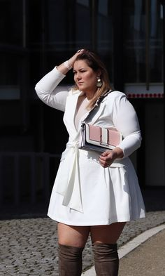If you are just tired of searching the chic style and extremely stylish plus size winter outfits for your curvy figure read on to know about the graceful winter outfits for curvy women. Curvy Fashion Plus Size, Stylish Plus Size Clothing, Elegant Clothing, Curvy Outfits, Trendy Outfits, Curvy Clothes, Fall Outfits, Plus Size Dresses, Plus Size Outfits