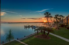 Picturesque Bay Front Property. 90 Second Walk To Gulf Beach. Manasota Key, Condo vacation rental.