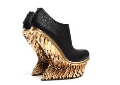 Francis Bitonti 3D-prints gold-plated Mutatio shoes for United Nude.
