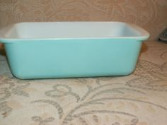 Pyrex loaf pans for banana bread. Aqua, pink, yellow all work