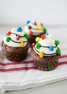 Christmas Light Cupcakes: Your Holiday meal should shine all the way through to dessert. Make these cute decor-inspired cupcakes and we promise you'll be feeling the Christmas spirit. (These lights are edible—mini M&Ms do the trick. Christmas Party Food, Christmas Sweets, Christmas Cooking, Noel Christmas, Christmas Goodies, Holiday Baking, Christmas Desserts, Holiday Treats, Christmas Lights