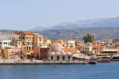 Chania - one of the most popular tourist destinations in Greece. Chania combines outstanding natural beauty, with rich history, significant cultural tradition and a well-developed tourist infrastructure. Grand Tour, New Travel, Holiday Travel, Vacation Trips, Dream Vacations, Vacation Ideas, Destinations D'europe, Chania Greece, Best Places To Honeymoon