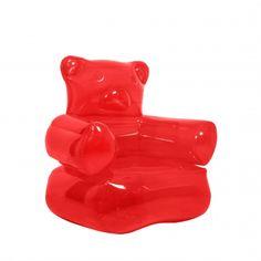 Poltrona gonfiabile a forma di delizioso orsetto gommoso.