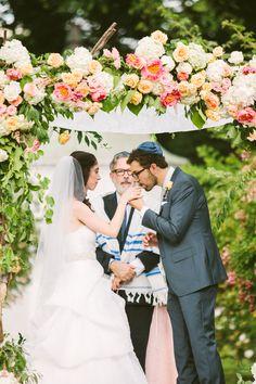 Photography: Rebecca Arthurs - rebeccaarthurs.com Flowers: Stoneblossom  - stoneblossom.com Coordination: True Event - trueevent.com   Read More on SMP: http://www.stylemepretty.com/2014/09/18/classic-romance-with-dash-of-sparkle/