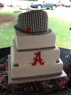University of Alabama Grooms cake...and, Yes....the hat is cake also!