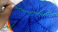 Boina brasileña tejida en agujas o palos - mama - Knitted Slippers, Knitted Hats, Crochet Purses, Crochet Hooks, Knitting Patterns, Crochet Patterns, Crochet Tablecloth, Cardigan Pattern, Crochet Basics