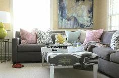 Ακανόνιστα σχήματα και σχέδια, παστέλ αποχρώσεις ιδανικό για να μεταμορφώσεις το σαλόνι σου από χειμωνιάτικο σε ανοιξιάτικο.