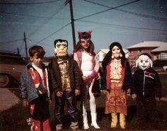 gravesandghouls:  Halloween c. 1960s - 60s Circus