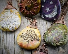 Jewelry Making For Beginners 70 beauty and easy polymer clay ideas for beginners - 70 beauty and easy polymer clay ideas for beginners Ceramic Jewelry, Wire Jewelry, Jewelry Crafts, Jewelry Art, Handmade Jewelry, Rock Jewelry, Diy Jewellery, Glass Jewelry, Stone Jewelry