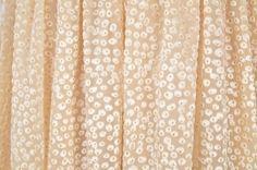 ❤️ Sukienka marki H&M  ❤️ Rozmiar M (38)  ❤️ Sukienka midi w stylu pin up, idealna na wesele  ❤️ W pasie posiada dwie cienkie, sznurkowe szlufki  ❤️ Brak ramiączek  ❤️ Zapinana z tyłu na suwak  ❤️ Z przodu nad biustem gumowa wszywka pomagająca utrzymać sukienkę na właściwym miejscu  ❤️ Długość całkowita 98cm, Szerokość w biuście 40cm x2, Szerokość w pasie (tali) 34cm x2