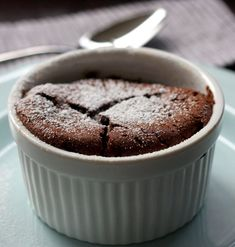 another chocolate souffle Dessert Drinks, Dessert Recipes, Chocolate Souffle, Turkish Recipes, No Bake Cake, Delicious Desserts, Sweet Treats, Good Food, Food Porn