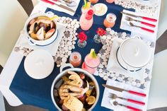 Yum!  Scrumptious crab broil and beautiful tabletop design to celebrate the 4th of July from Valley & Co.