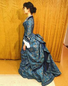 I mean, how do you go wrong with this costume? But some have details and executions I love even more than other. 1800s Fashion, Victorian Fashion, Vintage Fashion, Victorian Gown, Historical Costume, Historical Clothing, Vintage Dresses, Vintage Outfits, Bustle Dress