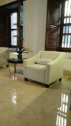 Lobby para huéspedes del hotel, piso sellado y cristalizado