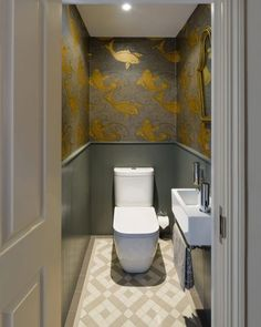 Cloakroom ideas for the best downstairs toilet & small bathroom - Cloakroom ideas for the best downstairs toilet & small bathroom traditional cloakroom with gold fish wallpaper at battersea house Informations About Clo Small Downstairs Toilet, Small Toilet Room, Downstairs Cloakroom, Guest Toilet, Small Toilet Decor, Cloakroom Sink, Small Toilet Design, Wallpaper Toilet, Fish Wallpaper