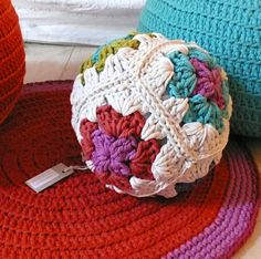 Pillow+Ball+Crochet++Granny+Square+van+lacasadecoto+op+Etsy,+€24.00