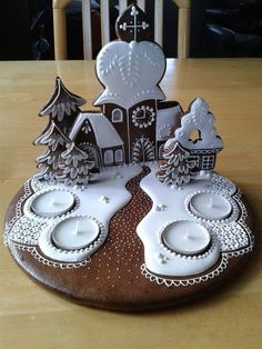 Nádherné inspirace na zdobené perníčky od našich fanoušků | NejRecept.cz Christmas Sugar Cookies, Christmas Snacks, Christmas Cupcakes, Christmas Goodies, Christmas Baking, Christmas Decorations, Gingerbread House Designs, Christmas Gingerbread House, Cake Decorating Videos