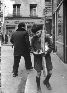 Robert DOISNEAU ::  The Parisian Baguette, Shopping Money, Paris, 1953