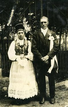 Polish wedding (1920-1930)  Europeana exhibition: Weddings in Eastern Europe:  Cultural treasures preserved in the sound archives of Hungary, Lithuania, Poland and Slovenia provide a fascinating look view at vanishing wedding traditions and rituals in Eastern Europe. These photos, videos and sound recordings reconstruct a musical impression of a former time.