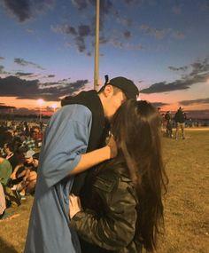 💎ᴘɪɴᴛᴇʀᴇsᴛ: @ ʟᴜɴᴀᴛɪᴄᴇᴇᴇ💎 Source by lunaticeee. Couple Tumblr, Tumblr Couples, Relationship Goals Pictures, Cute Relationships, Cute Couple Pictures, Couple Photos, Couple Goals Cuddling, Photo Couple, Young Love
