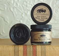 Original and handmade formula designed to renew color, give a nice shine, cover scratches and nourish your favorite leather shoes - all that with none of the nasty toxic chemicals found in commercial shoe polish. Wondering what's in commerically made shoe polish - read this article written by Wir...