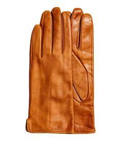 Sieh's dir an! PREMIUM QUALITÄT. Handschuhe aus weichem, schmiegsamem Leder. Gefüttert. – Unter hm.com gibt's noch viel mehr.