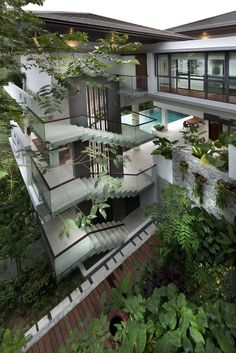 How a Toronto architect designed the home in Crazy Rich Asians Dream Home Design, Modern House Design, Tropical House Design, Tropical Houses, Cool House Designs, Home Decor Instagram, Dream House Exterior, Mansions Homes, Staircase Design