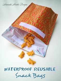 I have been planning for our summer vacation, with an attempt at making our trip a little easier. Today, I have made waterproof reusabl. # Cute Sewing Projects Waterproof Reusable Snack Bags {A Tutorial} Diy Sewing Projects, Sewing Projects For Beginners, Sewing Hacks, Sewing Tutorials, Sewing Crafts, Sewing Tips, Bags Sewing, Teen Projects, Baby Diy Projects