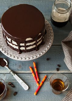 Loving this Grown-Up Birthday Stout Cake! Looks perfect for a 30th birthday party.