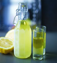 Schöne limoncello | News | Lorraine Pascale Chef Recipes, Cooking Recipes, Fun Drinks, Beverages, Jello Shots, Limoncello, Carafe, Smoothies, Cocktails