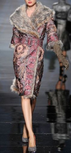 Amazing Blush embroidered winter coat with silver fur collar - Fausto Sarli Haute Couture Fall Winter 2009-2010