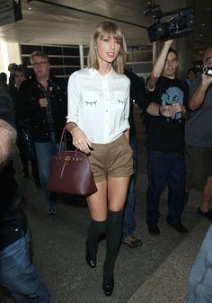 taylor swift looks mini tips moda celebridades Style Taylor Swift, Taylor Swift Outfits, Taylor Alison Swift, Taylor Swift Casual, Taylor Cole, Celebrity Airport Style, Celebrity Look, Celebrity Photos, Zooey Deschanel