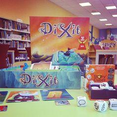 quest estiu a la Biblioteca també juguem al #Dixit i al #StoryCubes #quèfemalesbiblios #Bibliotequescat #igerslibrary #libraries @bibliotgn