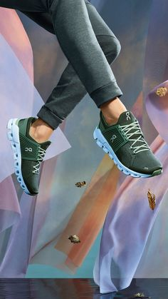 """Cloud Swift - Features Helion™ superfoam for high performance in urban environments. """" Features Helion™ sup - Moda Sneakers, Sneakers Mode, Sneakers Fashion, Mode Outfits, Casual Outfits, Cute Shoes, Me Too Shoes, Outfits Damen, Mode Style"""