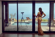 With exclusive footage and interviews, this documentary shows how Vanity Fair's editors and Caitlyn Jenner collaborated on her culture-shifting debut. Kim Kardashian, Kardashian Kollection, Olympic Icons, Navy Gown, Bruce Jenner, Annie Leibovitz, Clipart Black And White, Queen, Vanity Fair