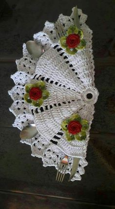 Crochet for silverware Crochet Edging Patterns, Doily Patterns, Crochet Squares, Craft Patterns, Crochet Doilies, Crochet Flowers, Crochet Cable, Crochet Trim, Crochet Kitchen