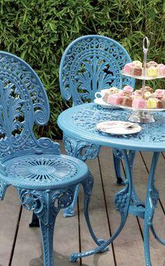 Alte #Gartenmoebel restaurieren: mit einem neuen Anstrich werden alte #Stühle oder #Tische zu einem tollen Hingucker. http://www.1-2-do.com