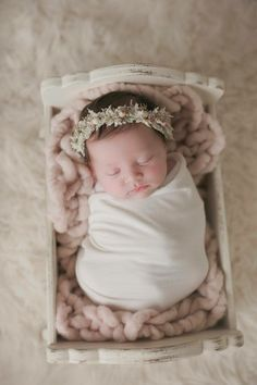 Ivory and pink crown. Ivory and pink crown. Newborn Pictures, Baby Pictures, Maternity Pictures, Family Pictures, Baby Kicking, Pregnant Mom, Baby Sleep, Cute Babies, New Baby Products