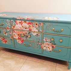 """Fantastic """"shabby chic furniture diy"""" info is offered on our site. Take a look and you wont be sorry you did. Decoupage Furniture, Refurbished Furniture, Paint Furniture, Repurposed Furniture, Shabby Chic Furniture, Furniture Projects, Furniture Makeover, Cool Furniture, Bedroom Furniture"""