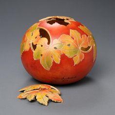 Pretty details in this carved & painted gourd—artist, Marilyn Sunderland, Utah, US❣ marilynsunderlandstudio.com