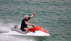 Miliardár Richard Branson odhaľuje kľúč k šťastiu a úspechu Virgin America, Richard Branson, Kitesurfing, British Virgin Islands, Deck Design, Cruise Vacation, Water Crafts, Photo Galleries, Around The Worlds