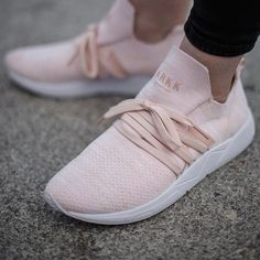 """ee00af136 Pictured  Raven FG 2.0 S-E15 in Soft Pink colorway just for the ladies   http   arkk.it U5OQiIN .…"""""""