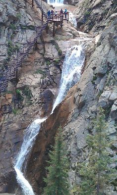 Seven Falls Colorado Springs: A wonderful sight of cascading waterfalls in seven magnificent series. Hiking lovers would want to climb up the 224 step staircase to reach the peak of this fascinating falls which has a height of 181 feet. You also have the option to use the elevator for a picturesque view of the place.