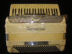 UNIVERSAL VINTAGE ACCORDION 41 KEY~MADE IN ITALY~120 BASS BUTTONS~1950S' MODEL #UNIVERSALVINTAGEACCORDION41KEYMADEINITALY1