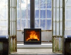 Stuv stove - best stove ever! Cabin Fireplace, Stove Fireplace, Living Room With Fireplace, Fireplace Design, Wood Burner, Do It Yourself Home, Furniture Layout, Home Decor Kitchen, Design Kitchen