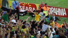 #CuriosoNaCopa: O Brasil é campeão! ;D   O Brasil é o grande campeão da Copa das Confederações 2013. Vencendo em casa, goleou a Espanha por 3 a 0. O Brasil mostrou como se joga futebol de verdade, dominando a posse de bola e ditando o ritmo do jogo. Veja como foi essa partida aqui, no #CuriosoNaCopa. http://curiosocia.blogspot.com.br/2013/06/curiosonacopa-o-brasil-e-campeao-d.html