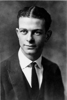 Portrait of Linus Pauling, Oregon Agricultural College, ca. Linus Pauling, 1920s Men, Joseph Campbell, Cs Lewis, Nelson Mandela, Famous Men, Dalai Lama, Oprah, Bob Marley