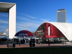 SONOS fait appel à ATHEM pour mettre en scène ses nouveaux haut-parleurs sur la façade exceptionnelle du CNIT, La Défense, staged by ATHEM